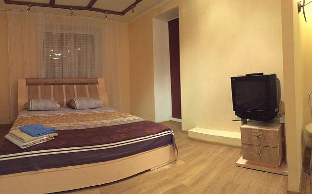 2-комнатная квартира посуточно в Днепропетровске. Кировский район, пр-т Александра Поля, 1. Фото 1
