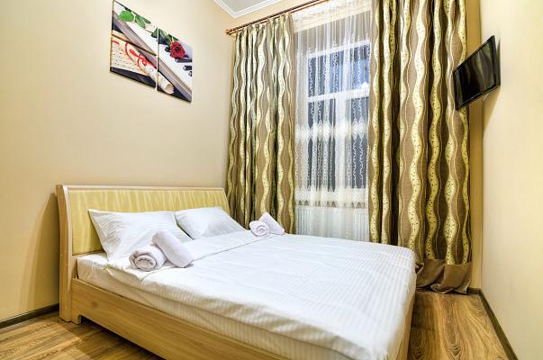 2-комнатная квартира посуточно в Львове. Галицкий район, пл. Генерала Григоренко, 1а. Фото 1