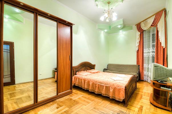 1-комнатная квартира посуточно в Львове. Галицкий район, ул. Городоцкая, 60. Фото 1