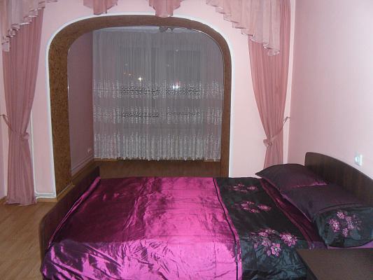 2-комнатная квартира посуточно в Луцке. ул. Вячеслава Черновола, 2-Б. Фото 1