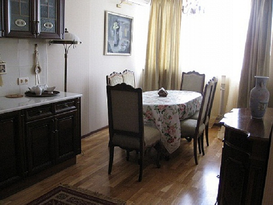 2-комнатная квартира посуточно в Киеве. Соломенский район, ул. Вадима Гетьмана, 1а. Фото 1