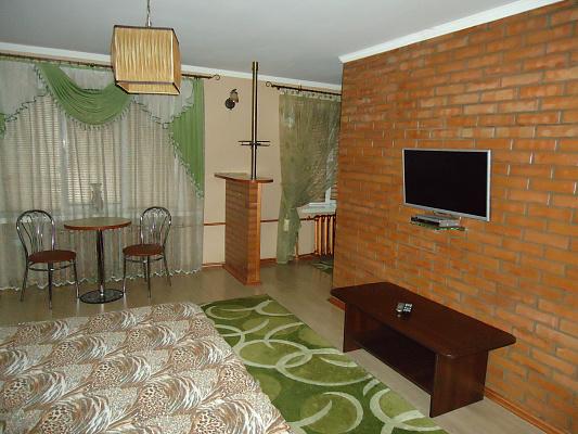 1-комнатная квартира посуточно в Ровно. ул. Княгини Ольги, 13. Фото 1
