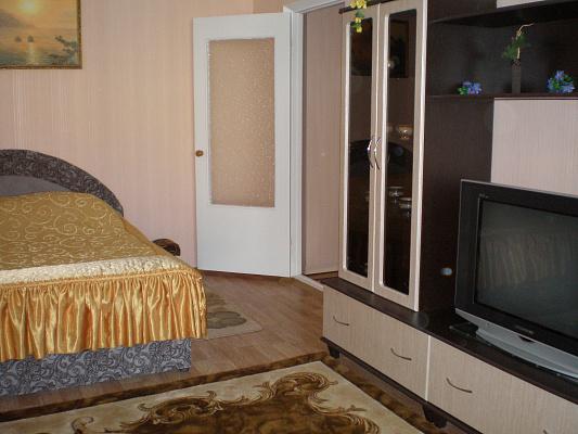 1-комнатная квартира посуточно в Белой Церкви. ул. Академика Линника, 15. Фото 1