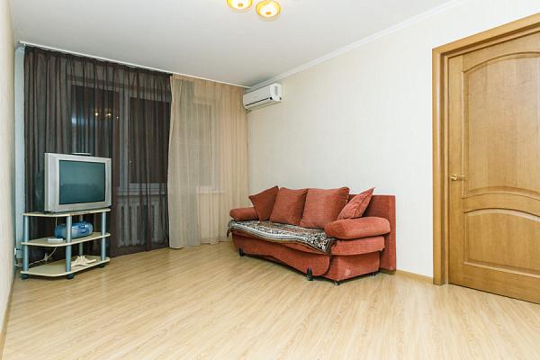 2-комнатная квартира посуточно в Киеве. ул. Александра Архипенко, 3А. Фото 1