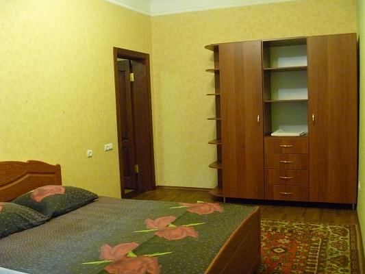 3-комнатная квартира посуточно в Днепропетровске. Амур-Нижнеднепровский район, ул. Малиновского, 34. Фото 1