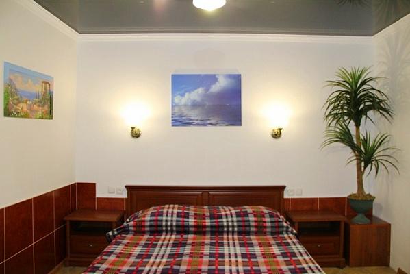 2-комнатная квартира посуточно в Новом свете. ул. Шаляпина, 16. Фото 1