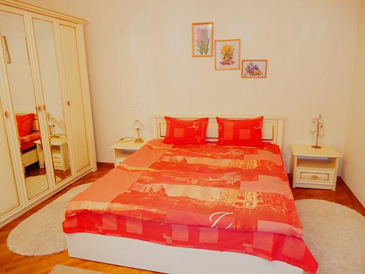 2-комнатная квартира посуточно в Одессе. Приморский район, пер. Чайковского, 16. Фото 1
