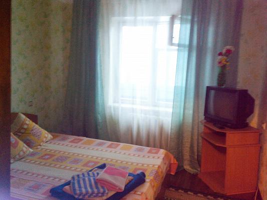 2-комнатная квартира посуточно в Киеве. Соломенский район, ул. Соломенская, 10. Фото 1