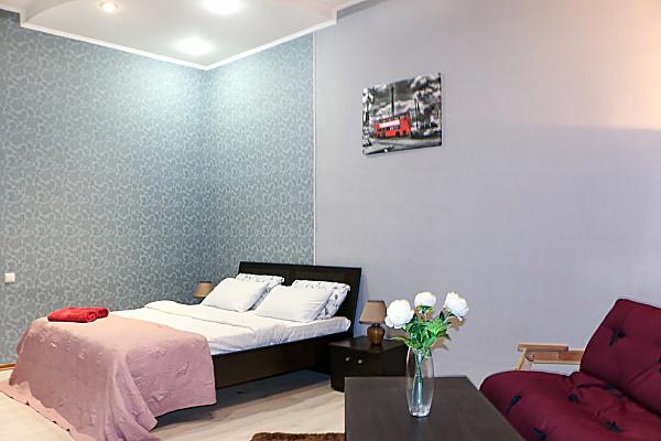 2-комнатная квартира посуточно в Киеве. ул. Панаса Саксаганского, 131а. Фото 1