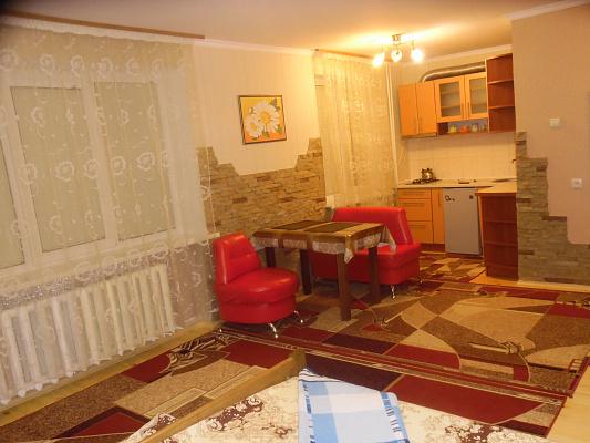 1-комнатная квартира посуточно в Ровно. ул. Саломеи Крушельницкой, 69. Фото 1