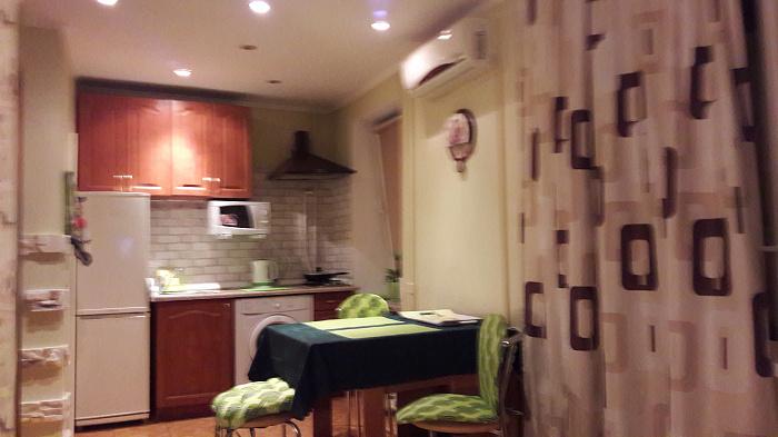 1-комнатная квартира посуточно в Киеве. Печерский район, ул. Предславинская, 12. Фото 1