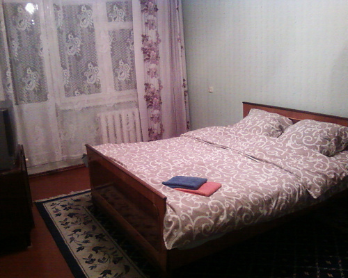 2-комнатная квартира посуточно в Днепропетровске. Индустриальный район, пр-т Петра Калнышевского, 33. Фото 1