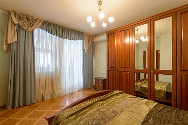 2-комнатная квартира посуточно в Киеве. Оболонский район, пр-т Оболонский, 22 в. Фото 1