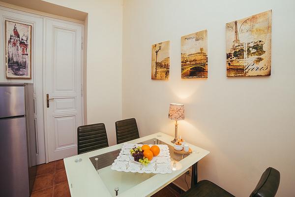 1-комнатная квартира посуточно в Львове. Галицкий район, ул. Ужгородская, 15. Фото 1