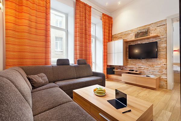 3-комнатная квартира посуточно в Львове. Галицкий район, ул. Братьев Рогатинцев, 12. Фото 1