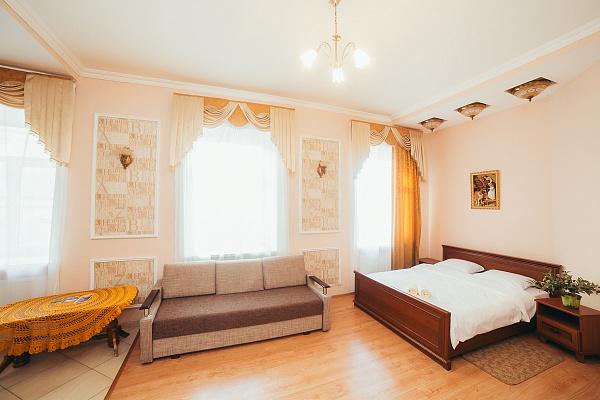 2-комнатная квартира посуточно в Львове. пл. Рынок, 11. Фото 1