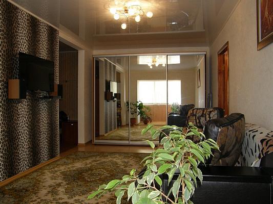 2-комнатная квартира посуточно в Бердянске. пр-т. Азовский (Ленина), 6. Фото 1