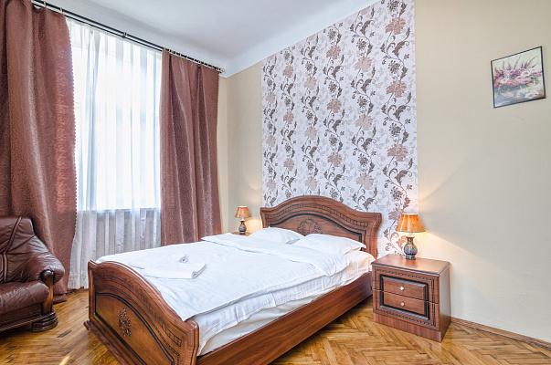 3-комнатная квартира посуточно в Львове. Галицкий район, ул. Ивана Франко, 14. Фото 1