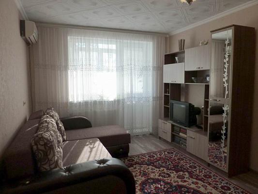 2-комнатная квартира посуточно в Черноморском. ул. Кирова, 77. Фото 1