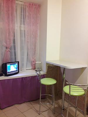 1-комнатная квартира посуточно в Львове. Галицкий район, ул. Черноморская, 1. Фото 1