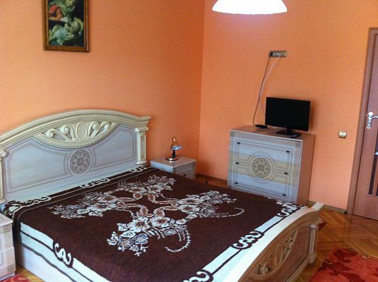 2-комнатная квартира посуточно в Трускавце. ул. Павла Cкоропадского. Фото 1