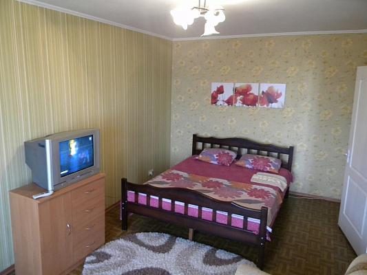 1-комнатная квартира посуточно в Запорожье. Коммунарский район, ул. Космическая, 78-А. Фото 1
