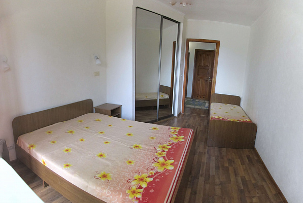 2-комнатная квартира посуточно в Ильичёвске. ул. Парковая, 26. Фото 1