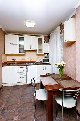 2-комнатная квартира посуточно в Чернигове. пр-т Победы, 90. Фото 1