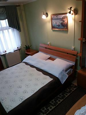1-комнатная квартира посуточно в Ивано-Франковске. ул. Хоткевича, 54. Фото 1