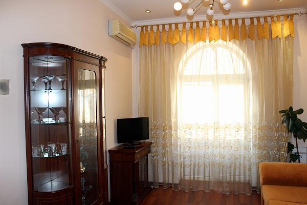 2-комнатная квартира посуточно в Одессе. Приморский район, ул. Жуковского, 17. Фото 1