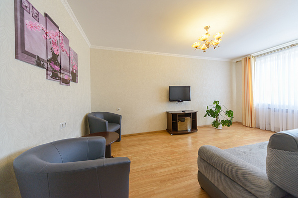 2-комнатная квартира посуточно в Киеве. Оболонский район, пл. Оболонская, 3. Фото 1