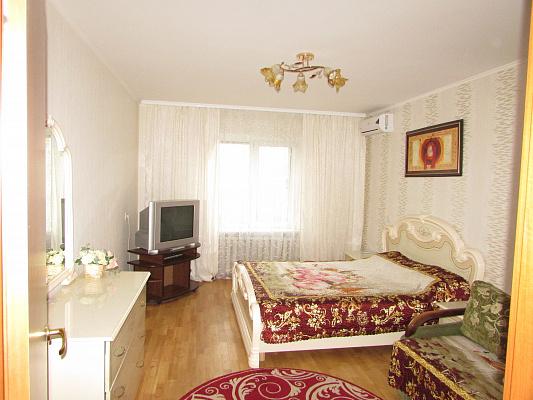 1-комнатная квартира посуточно в Киеве. Деснянский район, ул. Данькевича, 8. Фото 1