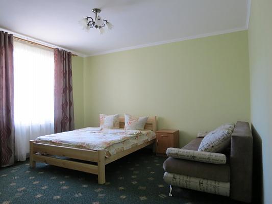1-комнатная квартира посуточно в Луцке. ул. Кравчука, 11Б. Фото 1