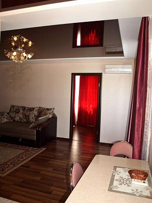 2-комнатная квартира посуточно в Харькове. Дзержинский район, ул. Шекспира, 4. Фото 1