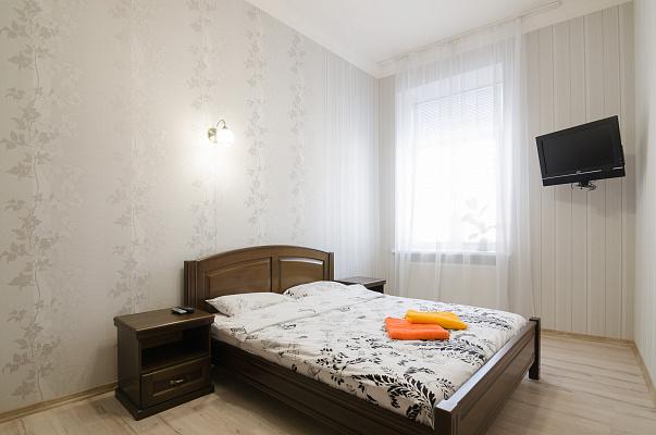 2-комнатная квартира посуточно в Львове. Галицкий район, ул. Князя Романа, 11. Фото 1