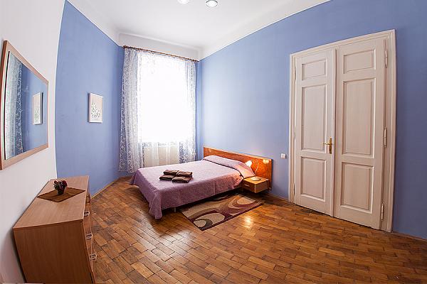2-комнатная квартира посуточно в Львове. Галицкий район, ул. Саксаганского, 22. Фото 1