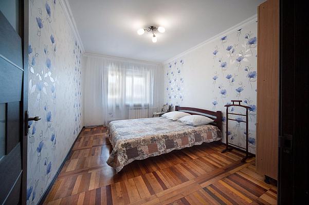 3-комнатная квартира посуточно в Запорожье. Ленинский район, ул. Сергея Синенко, 65-Б. Фото 1