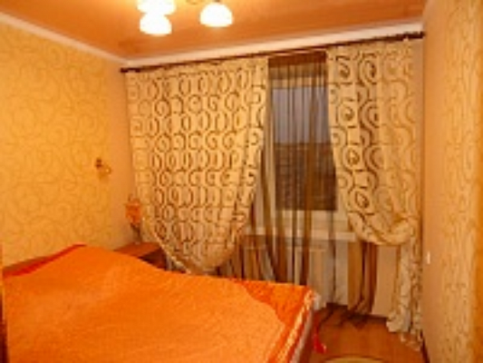 4-комнатная квартира посуточно в Луцке. ул. Конякина, 27. Фото 1