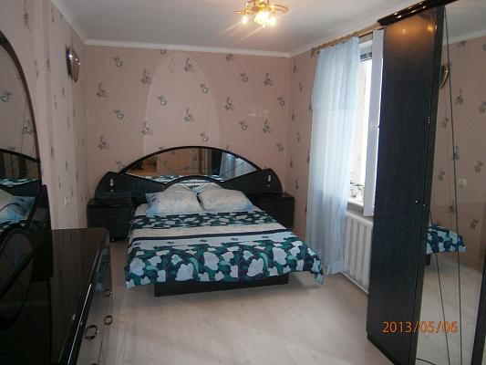 2-комнатная квартира посуточно в Гурзуфе. ул. Подвойского, 9. Фото 1
