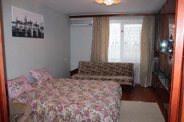 2-комнатная квартира посуточно в Евпатории. пр-т Победы, 81. Фото 1