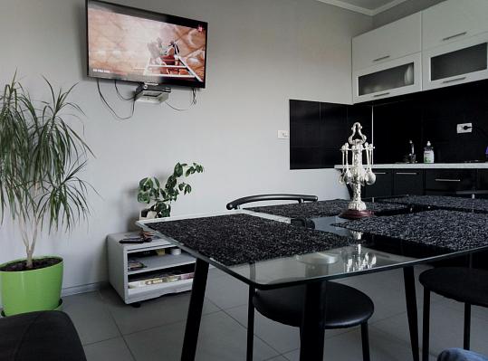 2-комнатная квартира посуточно в Каменце-Подольском. ул. Долгая, 12. Фото 1