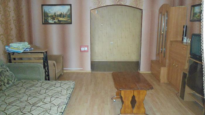 3-комнатная квартира посуточно в Очакове. ул. Строителей, 31. Фото 1