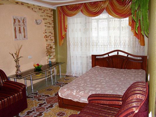 2-комнатная квартира посуточно в Херсоне. Суворовский район, ул. Степана Разина, 46. Фото 1