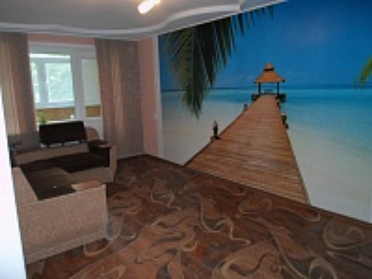2-комнатная квартира посуточно в Херсоне. Суворовский район, ул. Гагарина, 8А. Фото 1
