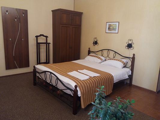 1-комнатная квартира посуточно в Каменце-Подольском. пл. Польский рынок, 4. Фото 1