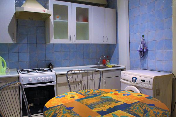 2-комнатная квартира посуточно в Запорожье. Жовтневый район, ул. Украинская, 31. Фото 1