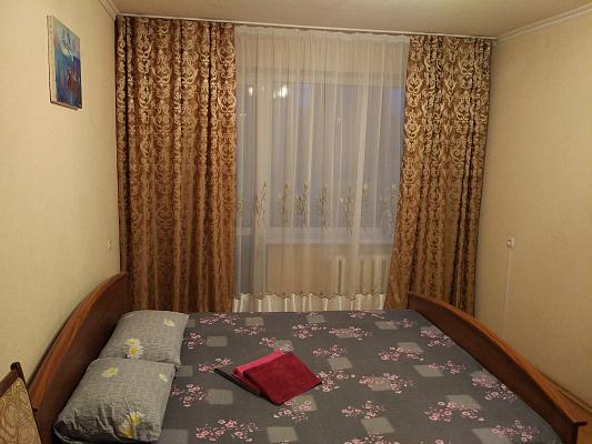 1-комнатная квартира посуточно в Днепропетровске. Амур-Нижнеднепровский район, ул. Маршала Малиновского, 12. Фото 1