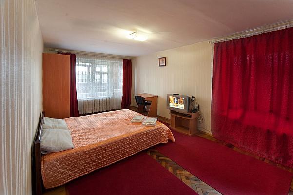 1-комнатная квартира посуточно в Запорожье. Орджоникидзевский район, б-р Гвардейский, 146. Фото 1