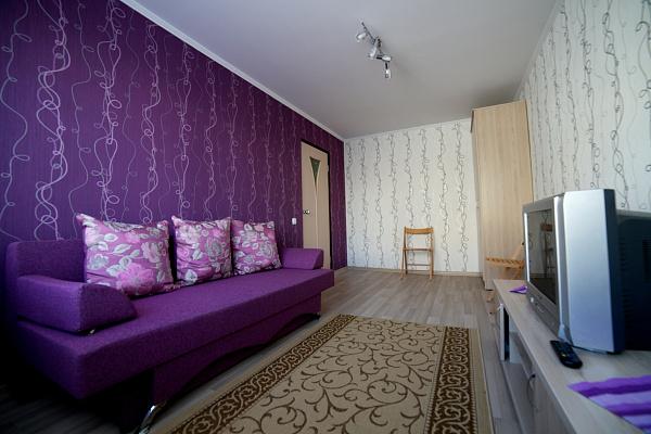 2-комнатная квартира посуточно в Ровно. ул. Вячеслава Черновола, 18. Фото 1