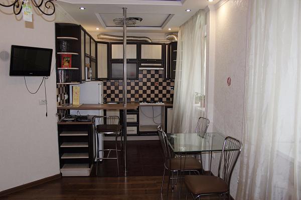 2-комнатная квартира посуточно в Виннице. Ленинский район, пр-т Космонавтов, 58. Фото 1